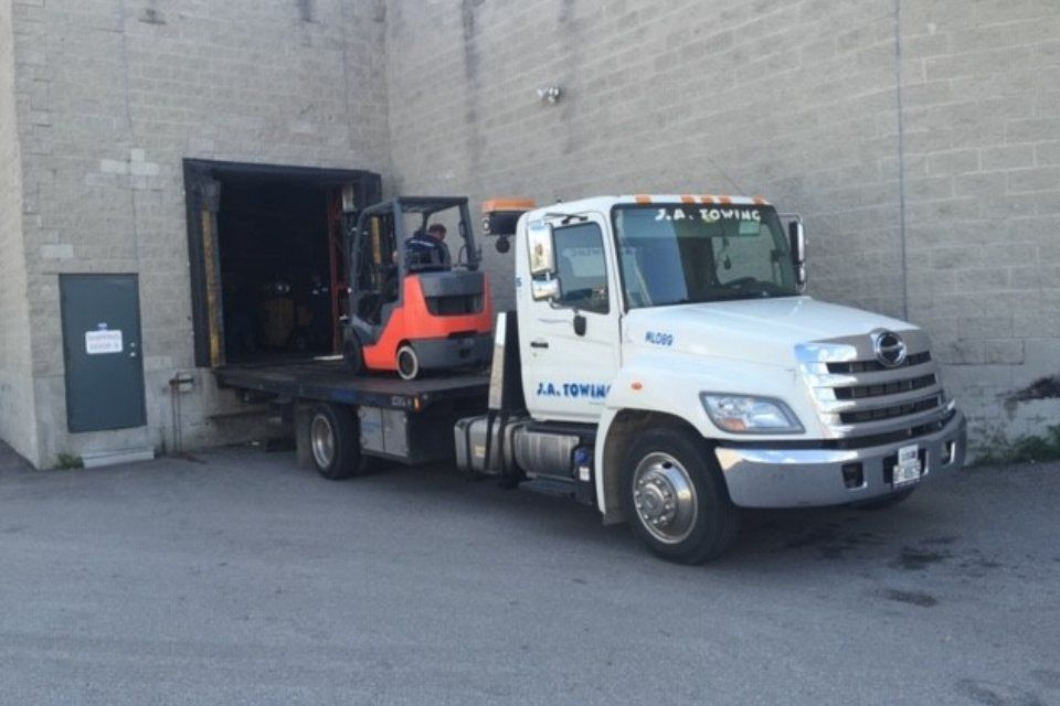tow truck with a pallet machine